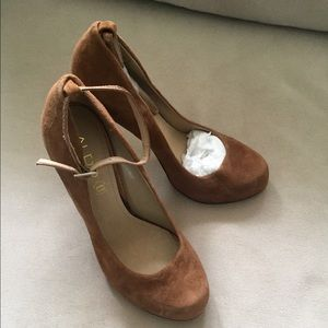 Size 7.5 coniac suede pumps from Aldo. Brand new!